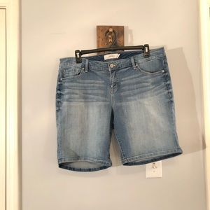 Torrid medium wash shorts, Size 18